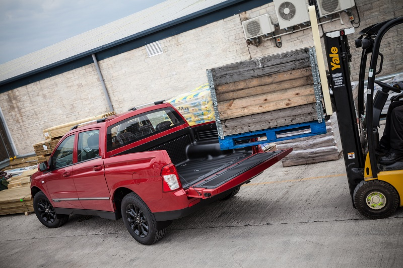 SsangYong_Musso_pick-up-forklift.jpg