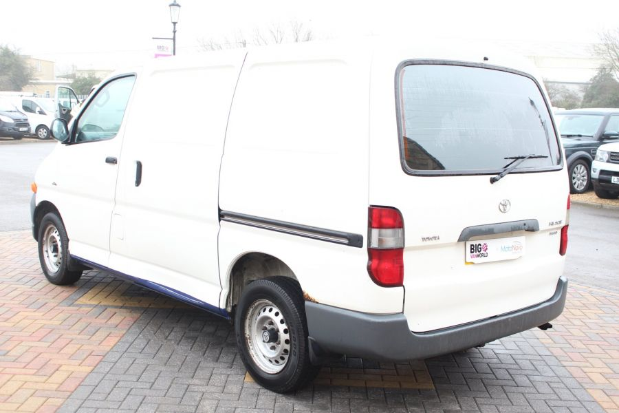 TOYOTA HI-ACE 280 GS SWB LOW ROOF - 7407 - 7