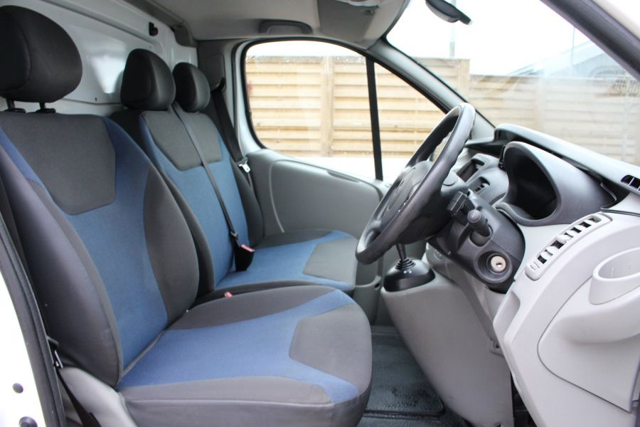 RENAULT TRAFIC SL27 DCI ECO2 115 SPORT QUICKSHIFT SWB LOW ROOF - 7484 - 12