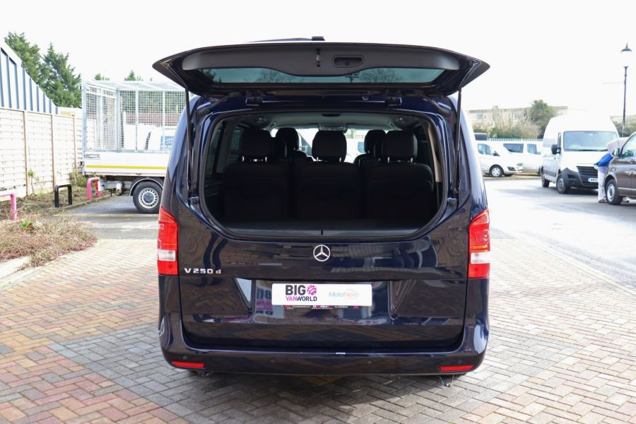 MERCEDES V-CLASS V250 CDI 188 BLUETEC SE 8 SEAT EXTRA LONG - 10420 - 55
