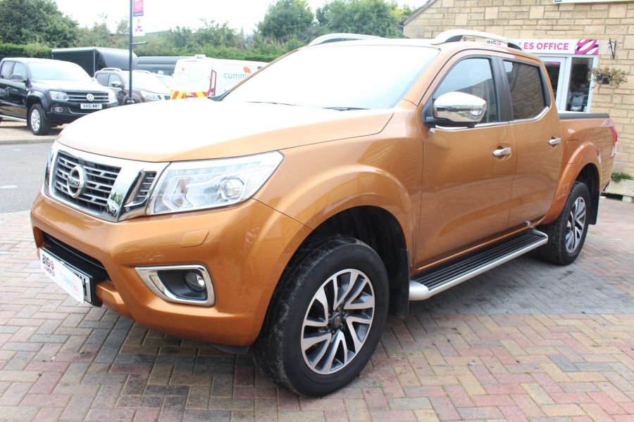 NISSAN NP300 NAVARA DCI 190 TEKNA 4X4 DOUBLE CAB WITH ROLL'N'LOCK TOP - 8313 - 8
