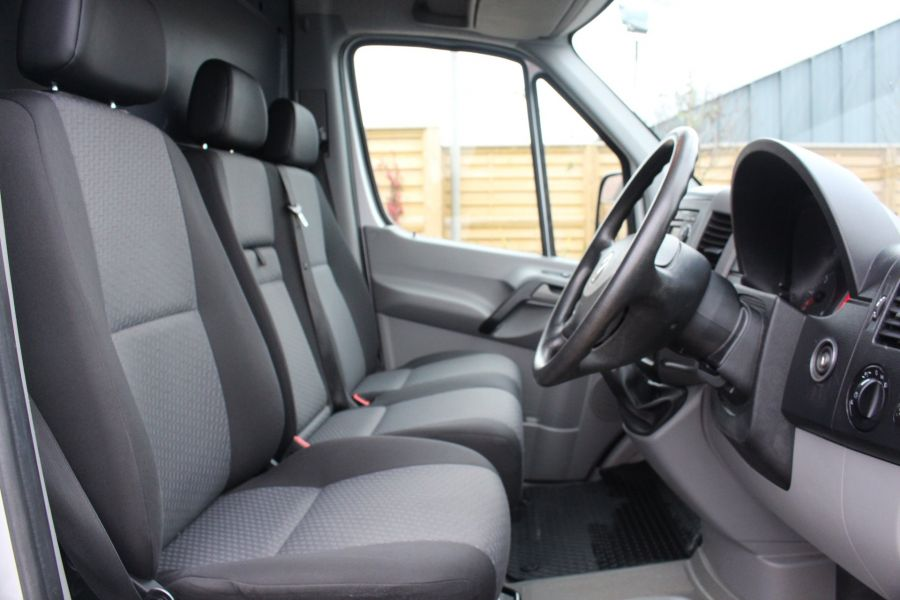 VOLKSWAGEN CRAFTER CR35 TDI MWB HIGH ROOF - 7130 - 11