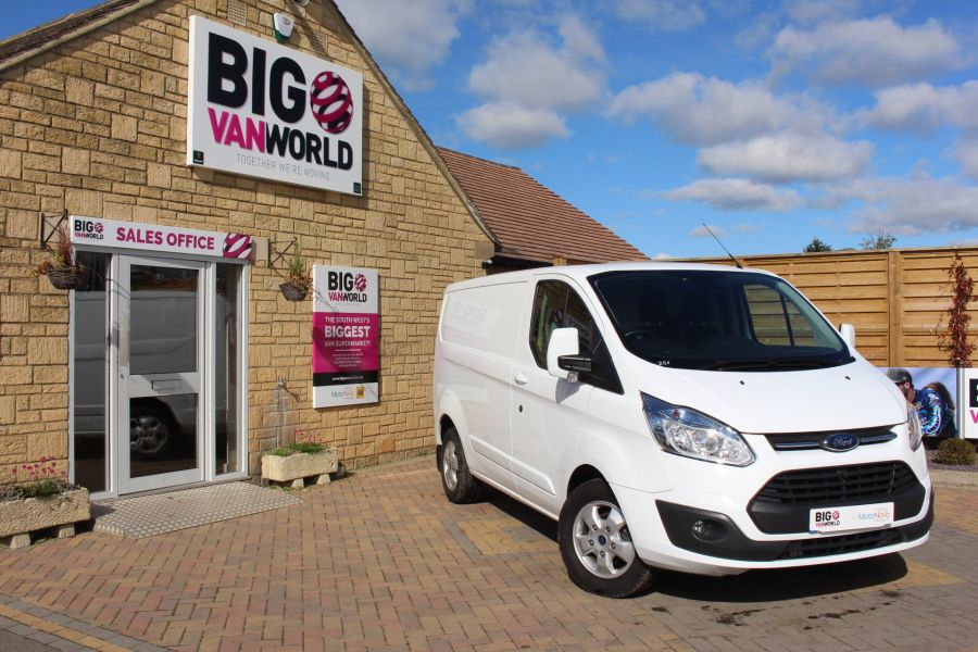 FORD TRANSIT CUSTOM 270 TDCI 125 L1 H1 LIMITED SWB LOW ROOF FWD - 6799 - 1