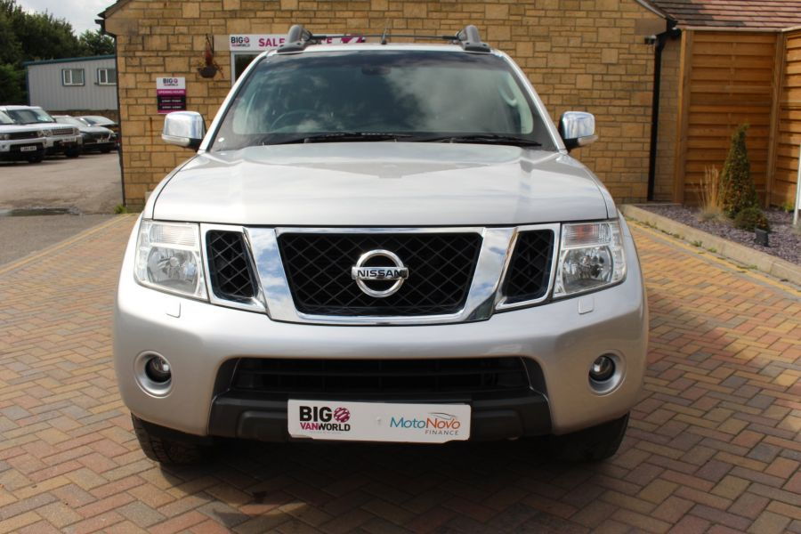 NISSAN NAVARA DCI 190 TEKNA CONNECT 4X4 DOUBLE CAB AUTO WITH TRUCKMAN TOP - 5975 - 9