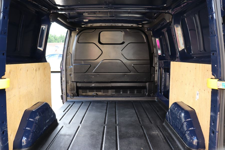 FORD TRANSIT CUSTOM 270 TDCI 100 ECO-TECH SWB LOW ROOF - 9707 - 32