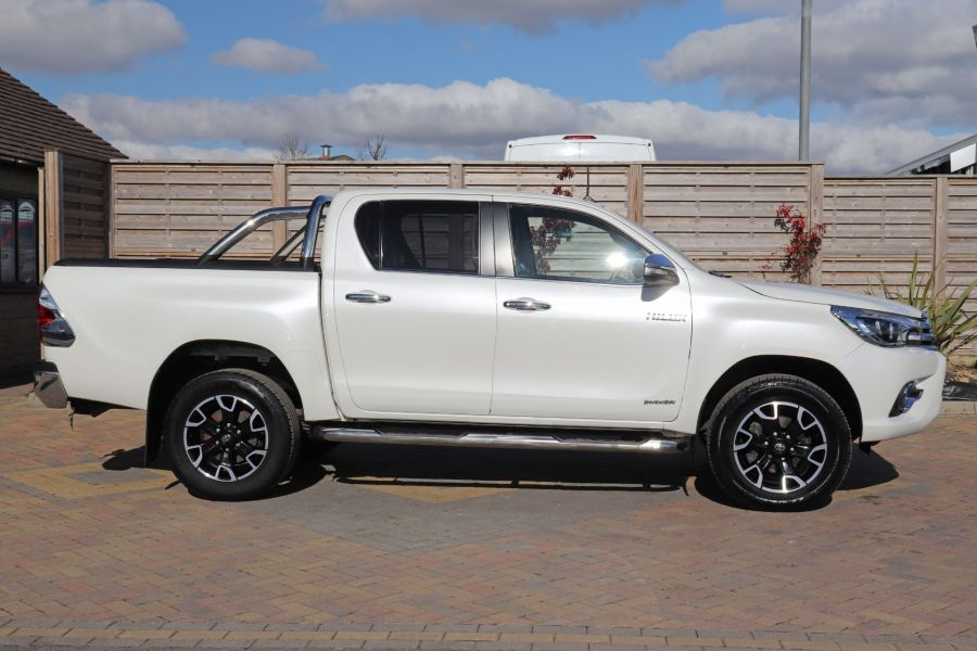 TOYOTA HI-LUX D-4D 150 INVINCIBLE X 4WD DOUBLE CAB WITH ROLL'N'LOCK TOP - 12270 - 7