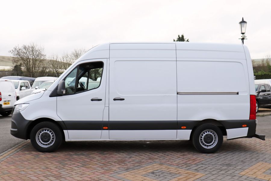 MERCEDES SPRINTER 314 CDI 143 L2H2 FRIDGE VAN MWB HIGH ROOF RWD - 12024 - 11