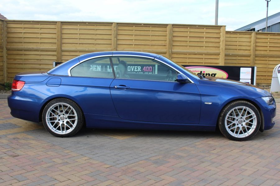 BMW 3 SERIES 330D SE AUTO CONVERTIBLE - 6042 - 2