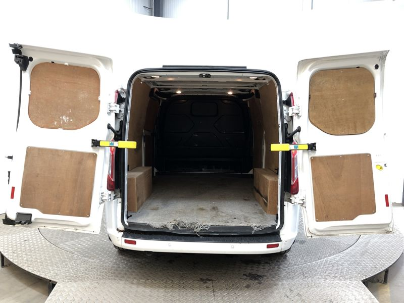 FORD TRANSIT CUSTOM 290 TDCI 130 L2H1 LIMITED LWB LOW ROOF FWD - 11915 - 6