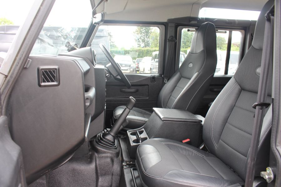 LAND ROVER DEFENDER 110 TD XS STATION WAGON 7 SEATER - 6197 - 23