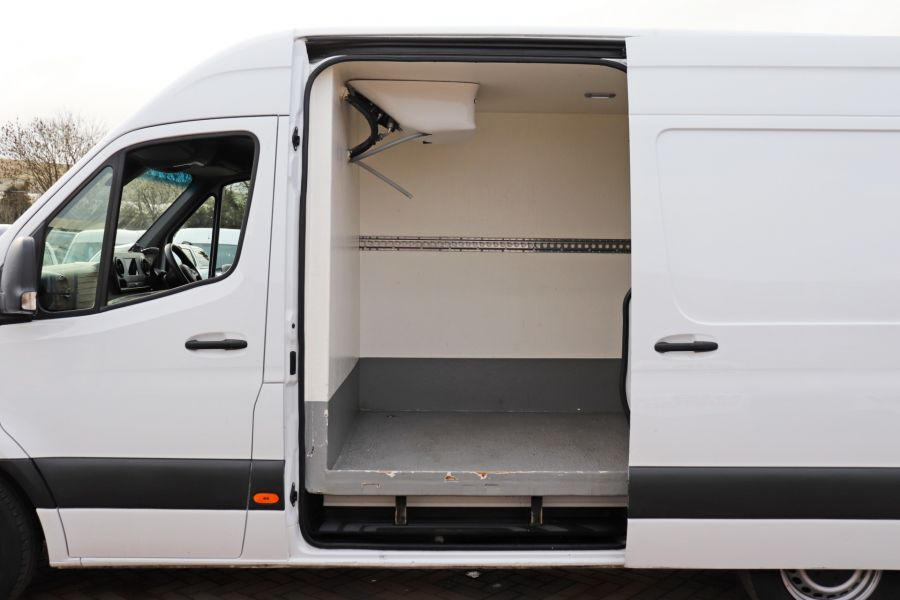 MERCEDES SPRINTER 314 CDI 143 L2H2 FRIDGE VAN MWB HIGH ROOF RWD - 12024 - 39