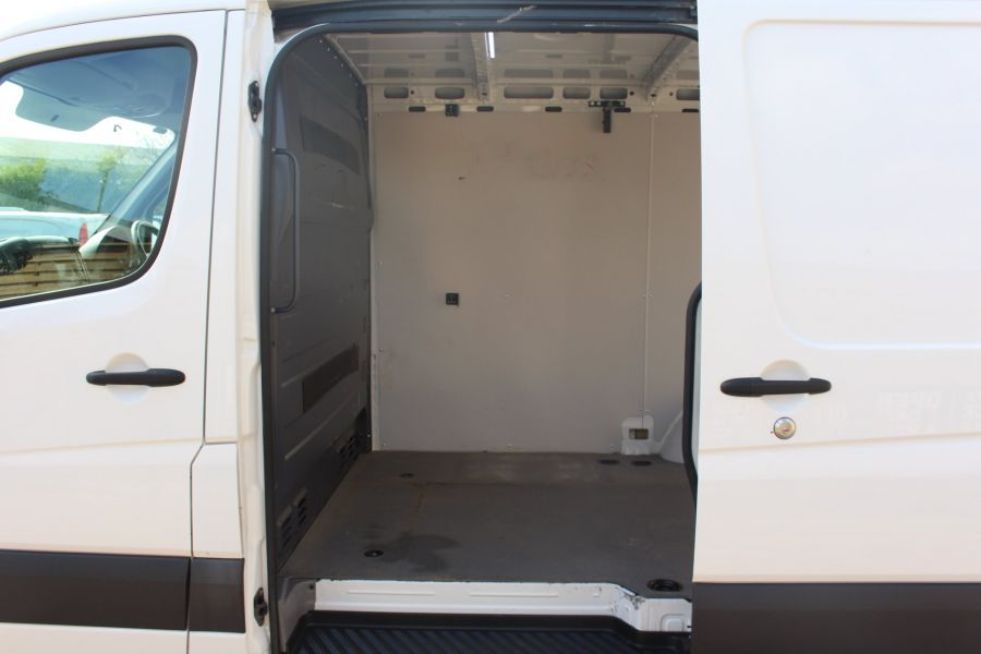 VOLKSWAGEN CRAFTER CR30 TDI 109 BHP SWB LOW ROOF - 6069 - 16