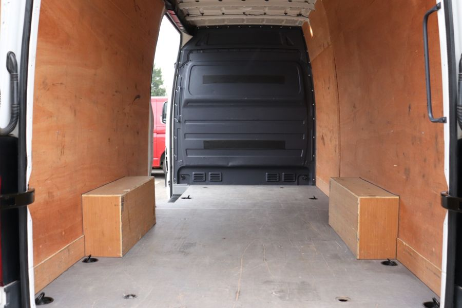 VOLKSWAGEN CRAFTER CR35 TDI 140 BMT LWB HIGH ROOF - 10447 - 33