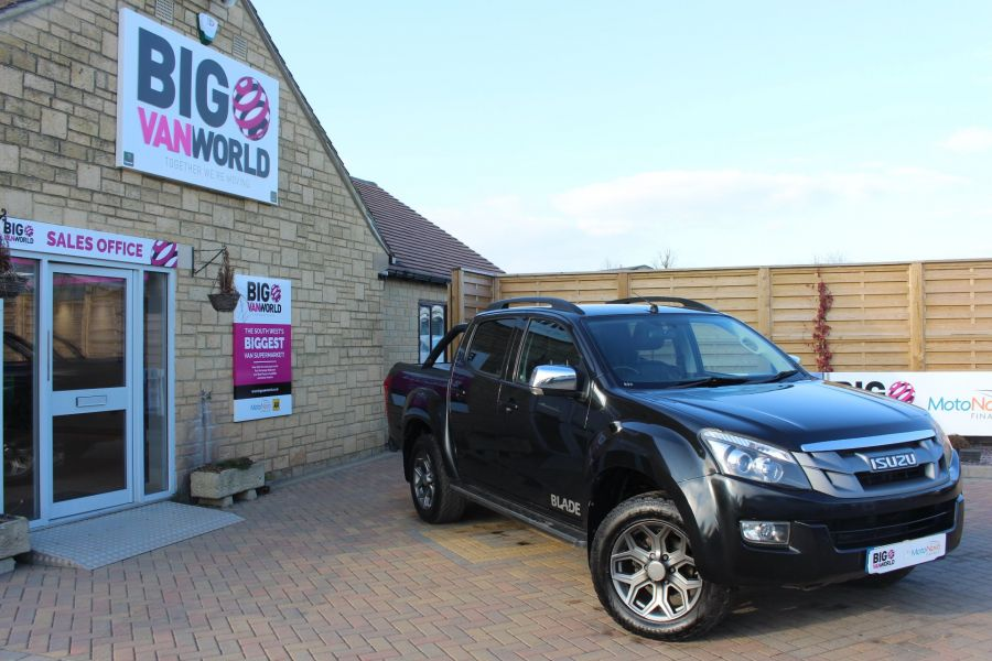 ISUZU D-MAX TD BLADE DOUBLE CAB 4X4 WITH ROLL AND LOCK TOP - 7242 - 1