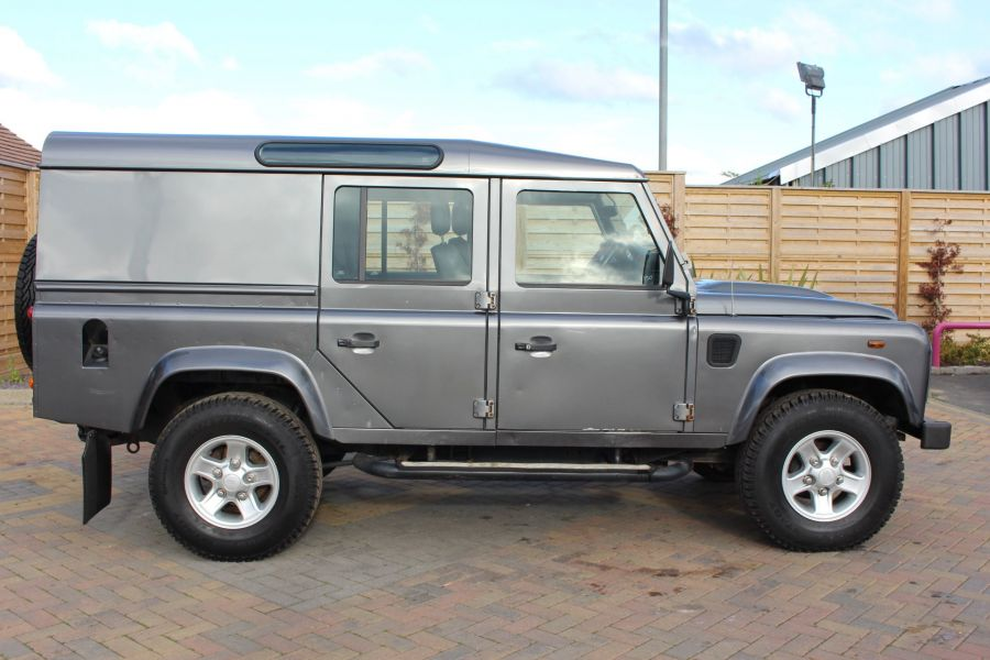 LAND ROVER DEFENDER 110 TD XS UTILITY WAGON 5 SEAT DOUBLE CAB - 8382 - 4