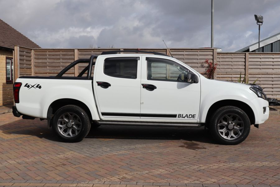 ISUZU D-MAX TD 164 TWIN TURBO BLADE DOUBLE CAB WITH ROLL'N'LOCK TOP  (14049) - 12327 - 7
