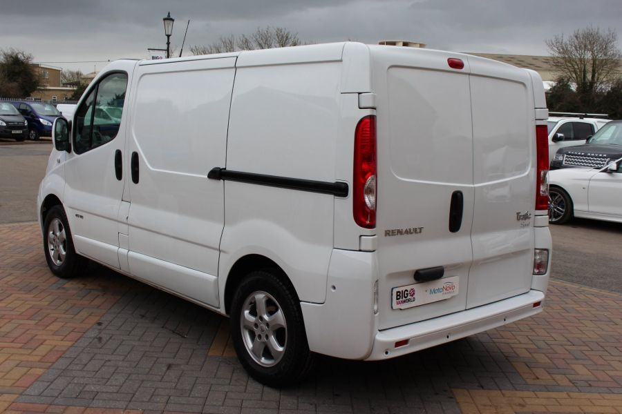 RENAULT TRAFIC SL27 DCI ECO2 115 SPORT QUICKSHIFT SWB LOW ROOF - 7484 - 7