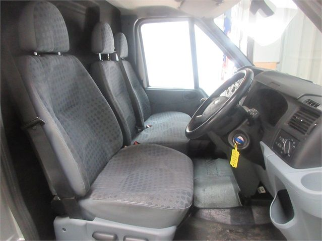 FORD TRANSIT 260 TDCI 100 TREND SWB LOW ROOF FWD - 6816 - 10