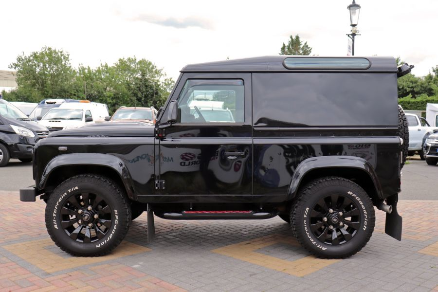 LAND ROVER DEFENDER 90 TD 122 XS URBAN TRUCK HARD TOP - 11096 - 9