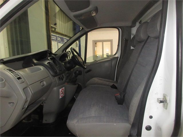 RENAULT TRAFIC LH29 DCI 115 LWB HIGH ROOF - 7435 - 13