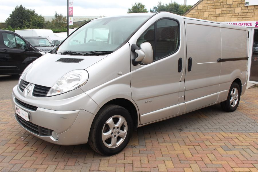 RENAULT TRAFIC LL29 DCI 115 SPORT SPECIAL EDITION LWB LOW ROOF - 6693 - 8