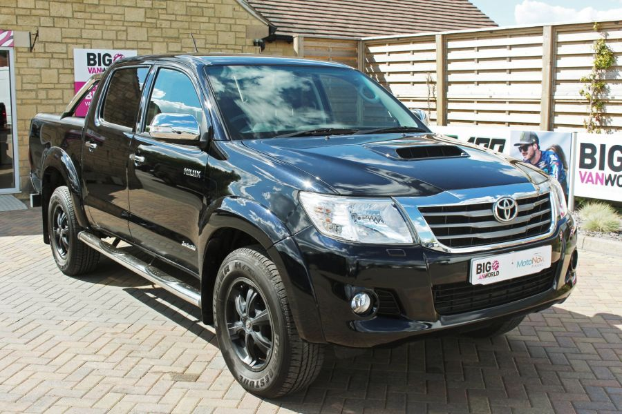 TOYOTA HI-LUX INVINCIBLE X 4X4 D-4D 171 DOUBLE CAB WITH ROLL'N'LOCK TOP - 9257 - 3