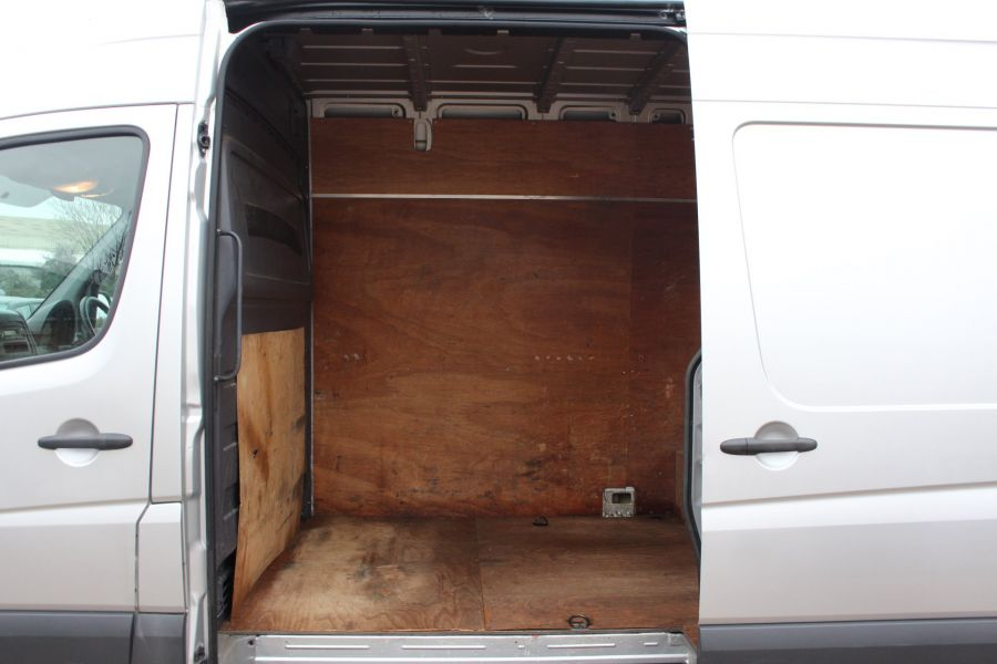 VOLKSWAGEN CRAFTER CR35 TDI MWB HIGH ROOF - 7130 - 18