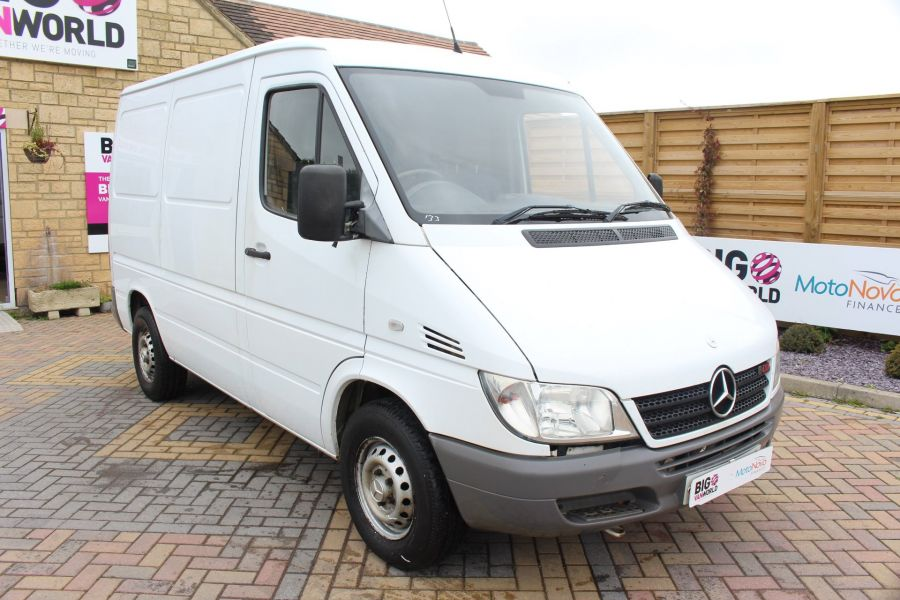 MERCEDES SPRINTER 208 CDI SWB LOW ROOF - 6631 - 3