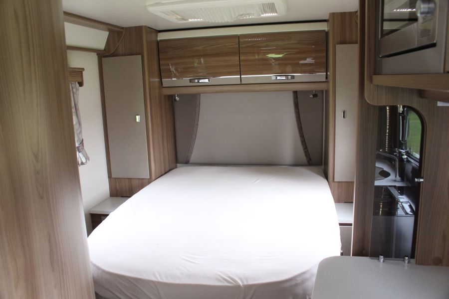 SWIFT KON-TIKI 669 HIGHLINE BLACK EDITION 6 BERTH, TAG AXLE, ISLAND BED - 8345 - 12