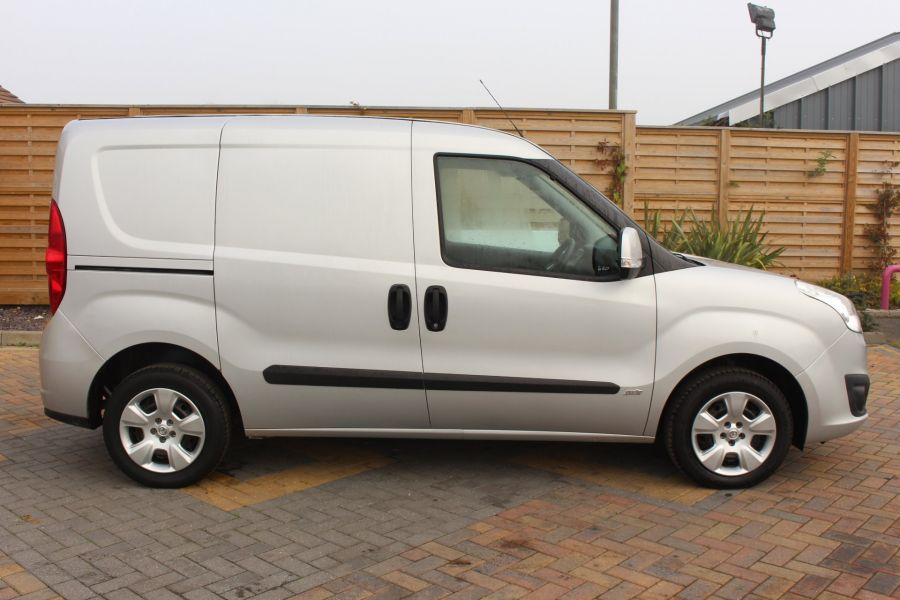 VAUXHALL COMBO 2000 CDTI 90 L1 H1 SPORTIVE SWB LOW ROOF - 8441 - 4