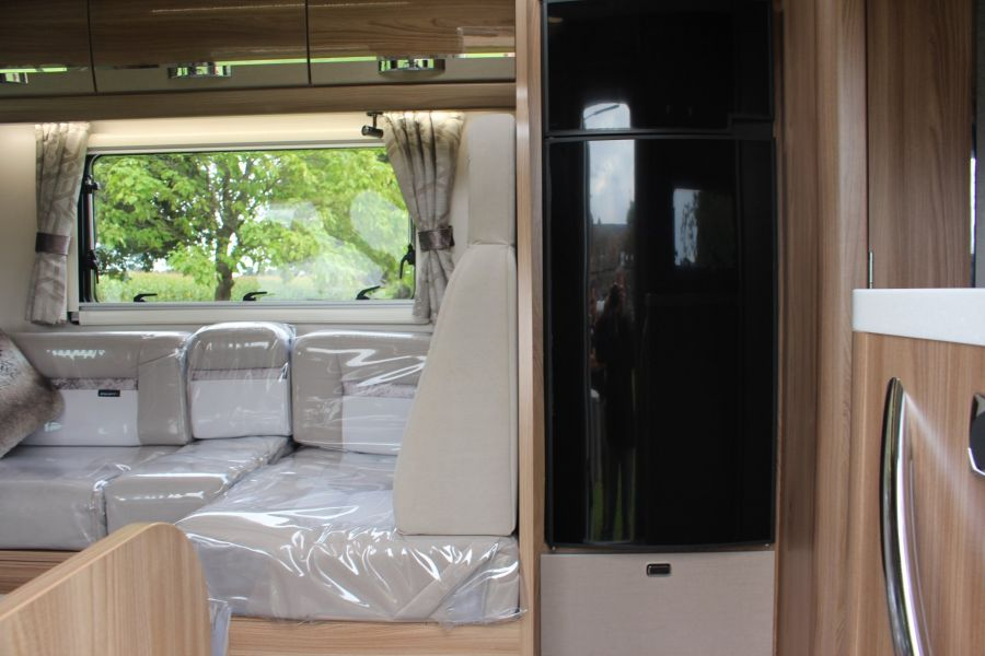 SWIFT KON-TIKI 669 HIGHLINE BLACK EDITION 6 BERTH, TAG AXLE, ISLAND BED - 8345 - 29