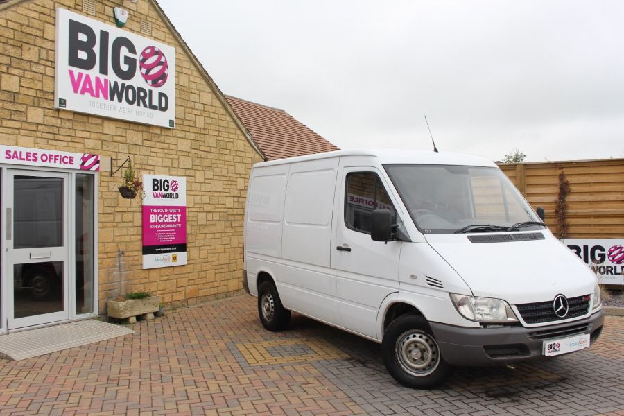 MERCEDES SPRINTER 208 CDI SWB LOW ROOF - 6631 - 1