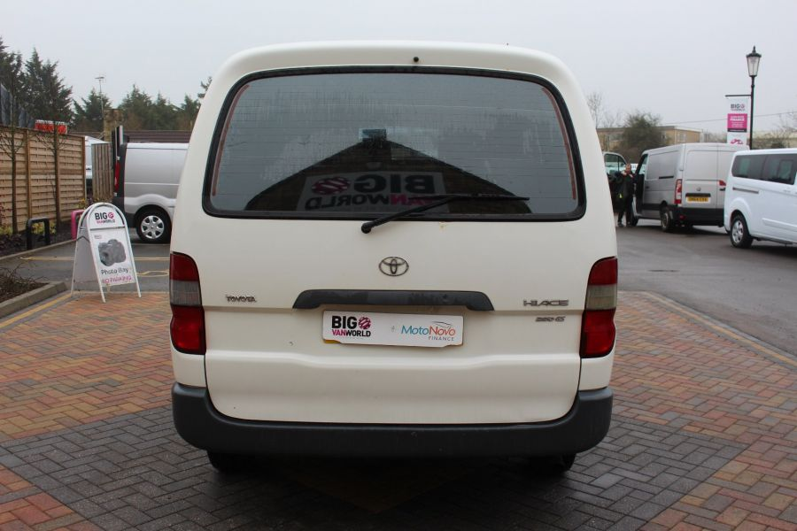 TOYOTA HI-ACE 280 GS SWB LOW ROOF - 7407 - 6