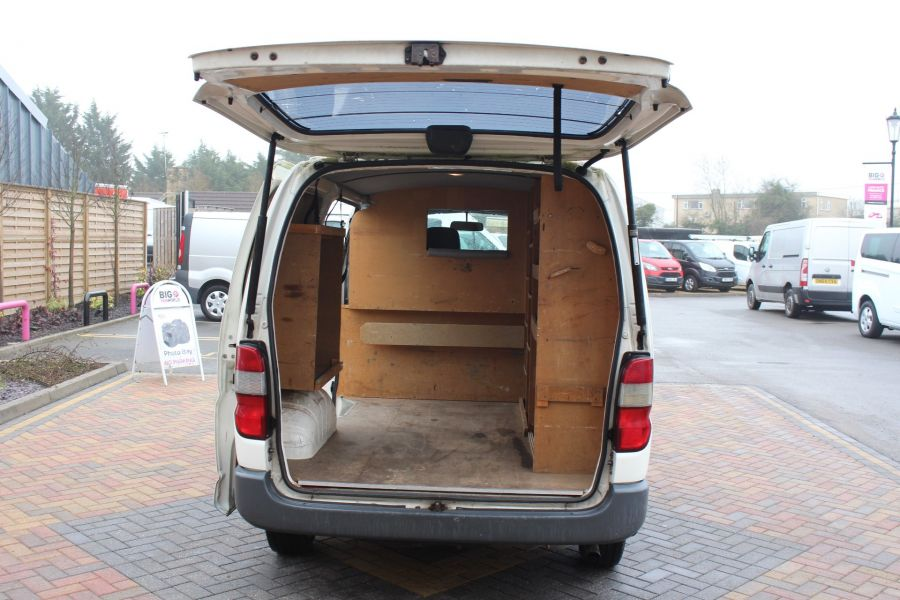 TOYOTA HI-ACE 280 GS SWB LOW ROOF - 7407 - 18