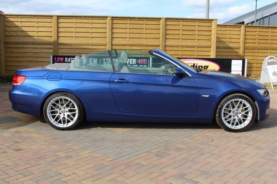 BMW 3 SERIES 330D SE AUTO CONVERTIBLE - 6042 - 11