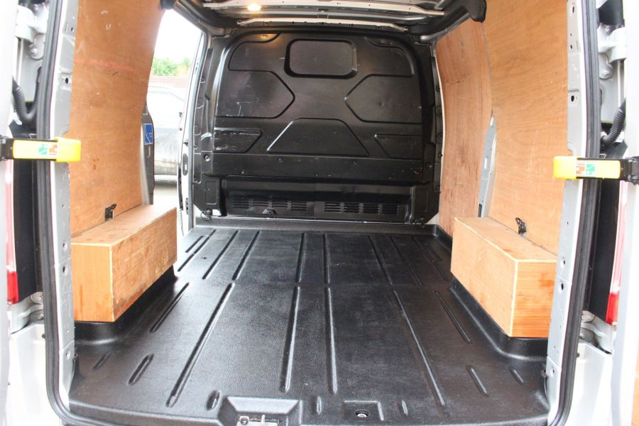 FORD TRANSIT CUSTOM 270 TDCI 125 L1 H1 LIMITED SWB LOW ROOF FWD - 7142 - 15