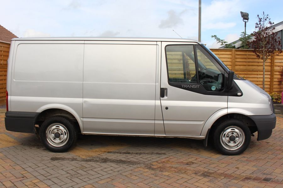 FORD TRANSIT 300 TDCI 100 SWB LOW ROOF FWD - 6733 - 4