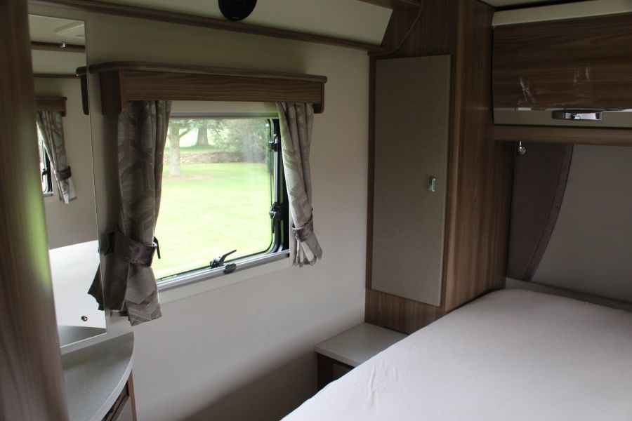 SWIFT KON-TIKI 669 HIGHLINE BLACK EDITION 6 BERTH, TAG AXLE, ISLAND BED - 8345 - 11