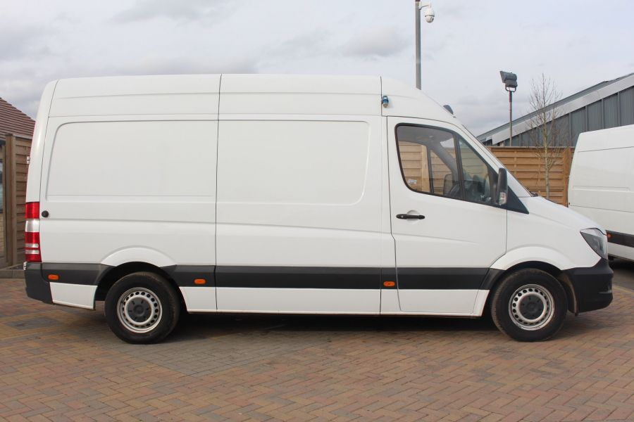 MERCEDES SPRINTER 313 CDI MWB HIGH ROOF FRIDGE / FREEZER VAN WITH OVERNIGHT - 7254 - 4