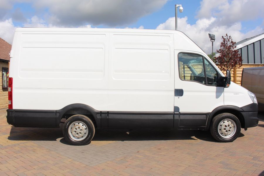 IVECO DAILY 35S11V MWB HIGH ROOF 3520WB - 6151 - 4