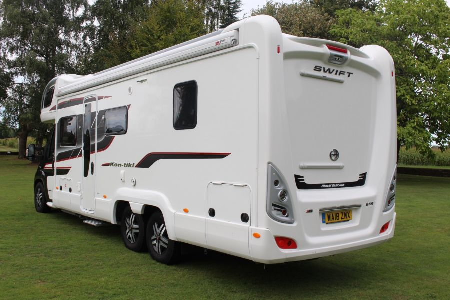 SWIFT KON-TIKI 669 HIGHLINE BLACK EDITION 6 BERTH, TAG AXLE, ISLAND BED - 8345 - 5