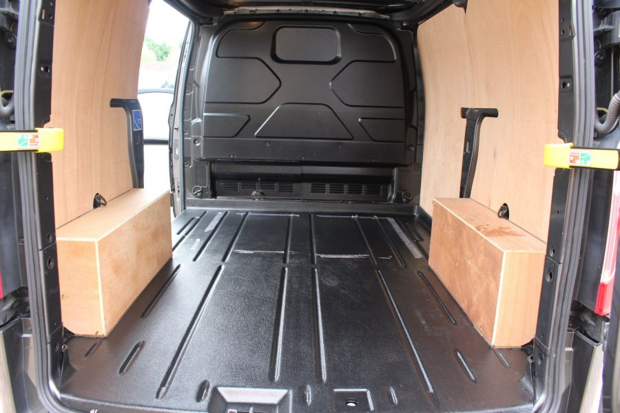 FORD TRANSIT CUSTOM 270 TDCI 125 L1 H1 LIMITED SWB LOW ROOF FWD - 7818 - 23