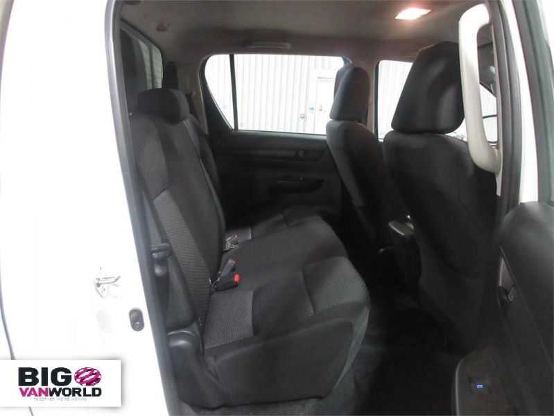 TOYOTA HI-LUX ACTIVE 4WD D-4D 148 DOUBLE CAB WITH TRUCKMAN TOP - 8350 - 11