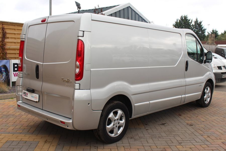 RENAULT TRAFIC LL29 DCI 115 SPORT SPECIAL EDITION LWB LOW ROOF - 6693 - 5