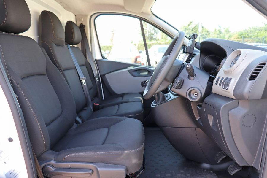 RENAULT TRAFIC SL29 DCI 120 BUSINESS PLUS SWB LOW ROOF - 9235 - 12