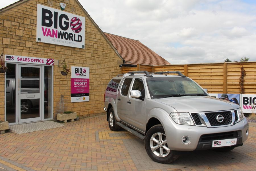 NISSAN NAVARA DCI 190 TEKNA CONNECT 4X4 DOUBLE CAB AUTO WITH TRUCKMAN TOP - 5975 - 1