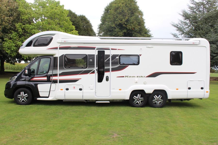 SWIFT KON-TIKI 669 HIGHLINE BLACK EDITION 6 BERTH, TAG AXLE, ISLAND BED - 8345 - 6