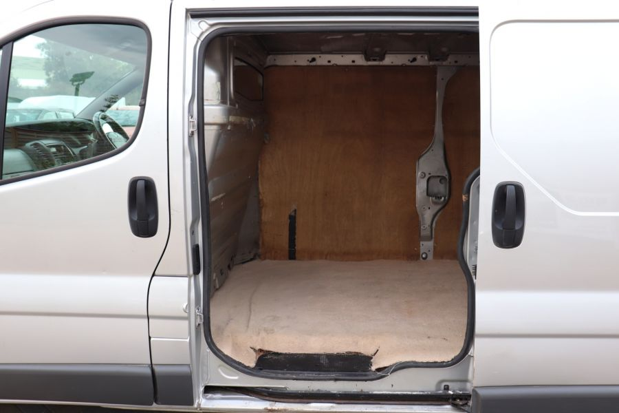 RENAULT TRAFIC LL29 DCI 100 LWB LOW ROOF - 9371 - 23