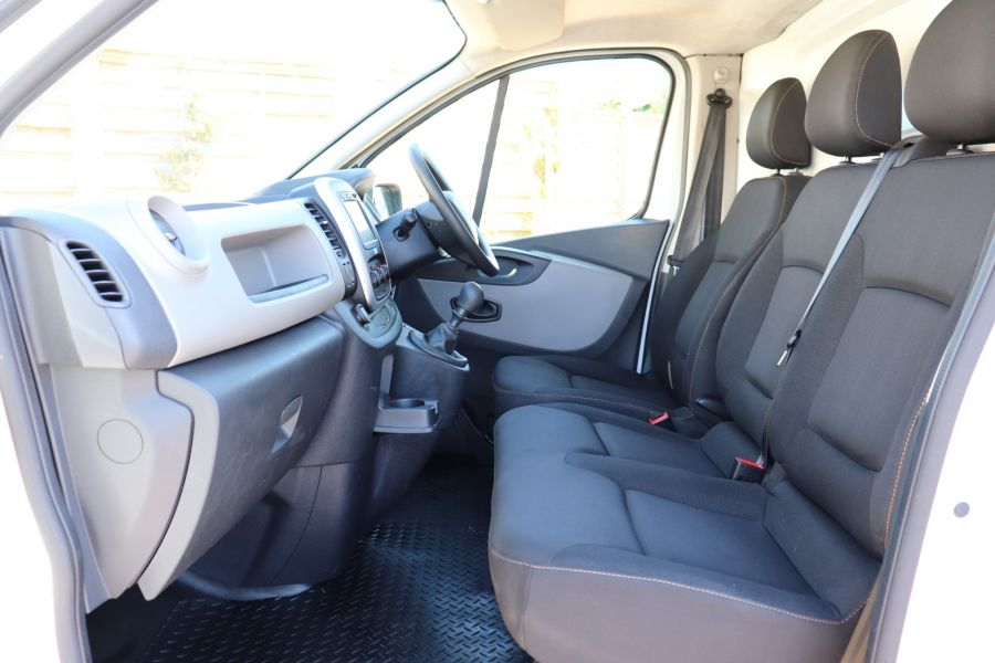 RENAULT TRAFIC LL29 DCI 115 BUSINESS LWB LOW ROOF - 9391 - 30