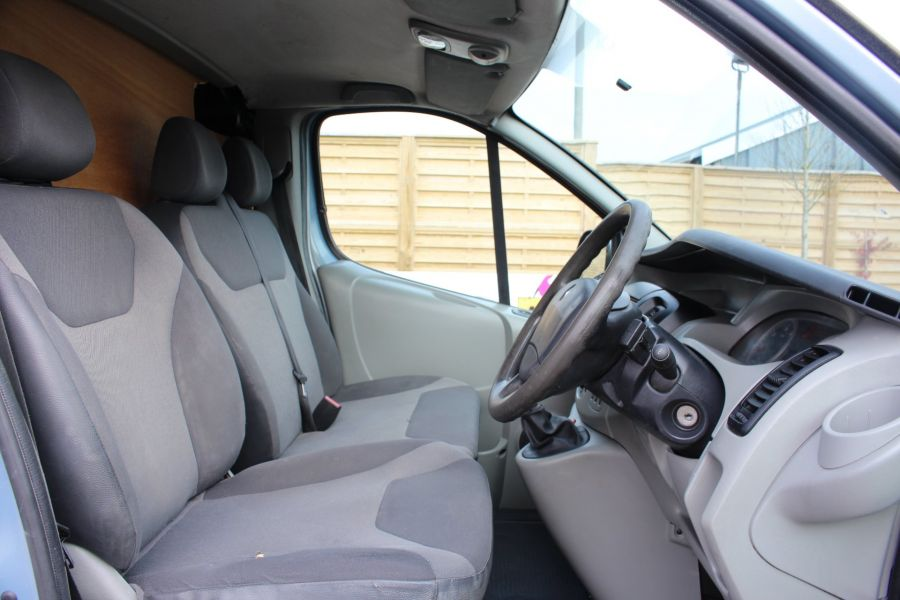 RENAULT TRAFIC SL27 DCI 115 SPORT SWB LOW ROOF - 7442 - 12